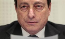 """<p>L'Europe se trouve dans une situation économique """"très grave"""", a déclaré lundi le président de la Banque centrale européenne Mario Draghi, s'exprimant en tant que président du Conseil européen du risque systémique (Cers). """"Nous sommes dans une situation très grave, il ne faut pas se voiler la face"""", a-t-il dit devant la commission des Affaires économiques et monétaires du Parlement européen. /Photo prise le 16 janvier 2012/REUTERS/Vincent Kessler</p>"""