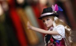 <p>Imagen de archivo de una muñeca Barbie en una tienda de vestuario en Munich, Alemania, sep 8 2011. La policía moral iraní prohibió la venta de muñecas Barbie para proteger al público de lo que ellos ven como una perniciosa cultura occidental que socava los valores islámicos, dijeron comerciantes el lunes. REUTERS/Michaela Rehle</p>