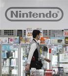<p>Nintendo publie un bénéfice d'exploitation en recul de 61% au troisième trimestre et anticipe pour l'exercice annuel clos le 31 mars prochain une perte de 45 milliards de yens (422 millions d'euros). /Photo prise le 26 janvier 2012/REUTERS/Toru Hanai</p>