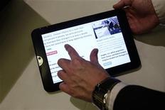 <p>Au quatrième trimestre, la part de marché d'Android sur les tablettes est passée de 29% à 39%, tandis que celle d'Apple et de l'iPad reculait de 68% à 58%. /Photo d'archivesREUTERS/Albert Gea</p>