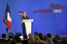 <p>François Hollande n'a pas dévoilé beaucoup de projets de réformes structurelles lors de la présentation de son programme présidentiel jeudi, estiment des économistes, selon lesquels sa stratégie de réduction des déficits pourrait en pâtir. /Photo prise le 26 janvier 2012/REUTERS/Charles Platiau</p>