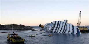 <p>An oil recovery sea platform (R) is seen next to the Costa Concordia cruise ship off the west coast of Italy, at Giglio island January 25, 2012. REUTERS/Darrin Zammit Lupi</p>