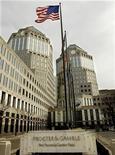 <p>Procter & Gamble enregistre une chute de 49% de son bénéfice trimestriel en raison d'une charge de dépréciation passée au titre de ses activités produits pour salons de beauté professionnels notamment. /Photo d'archives/REUTERS</p>