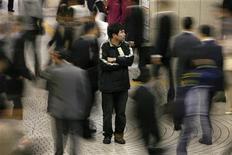 <p>People walk past a man outside Shinjuku train station in Tokyo May 16, 2008. REUTERS/Kiyoshi Ota</p>