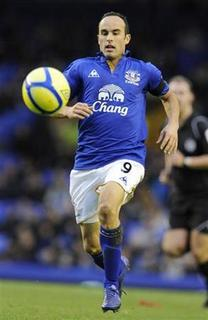 Everton's Landon Donovan runs with the ball against Tamworth during their English FA Cup soccer match in Liverpool, northern England January 7, 2012. REUTERS/Nigel Roddis