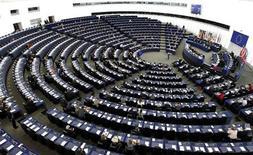 <p>Le Parlement européen s'est prononcé mercredi en faveur de la création d'euro-obligations au sein de la zone euro, un mécanisme de solidarité financière défendu par la Commission et certains Etats membres mais rejeté par l'Allemagne. /Photo d'archives/REUTERS/Vincent Kessler</p>