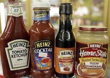 <p>Le bénéfice de Heinz a connu une hausse plus marquée que prévu au troisième trimestre clos le 25 janvier, grâce à la croissance des marchés émergents. Le bénéfice net du groupe a atteint 284,7 millions de dollars contre 273,8 millions un an auparavant. /Photo d'archives/REUTERS/Rick Wilking</p>