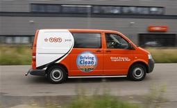 <p>Le groupe néerlandais de messagerie TNT Express a rejeté une offre de rachat d'UPS au prix de 9 dollars par action, soit 4,9 milliards d'euros. /Photo d'archives/REUTERS/Sander Koning/United Photos</p>