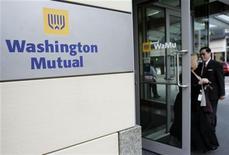 <p>Washington Mutual a reçu vendredi l'autorisation de sortir de la protection de la loi sur les faillites (chapitre 11), ce qui met un terme à trois ans de bataille judiciaire entre fonds spéculatifs, actionnaires et JPMorgan Chase. /Photo d'archives/REUTERS/Robert Sorbo</p>