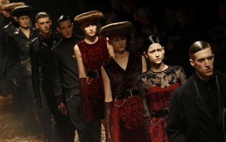 Models present creations at the McQ Alexander McQueen 2012 Autumn/Winter collection show during London Fashion Week February 20, 2012. REUTERS/Suzanne Plunkett