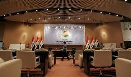 <p>صورة من أرشيف رويترز لقاعة مجلس النواب العراقي عام 2006.</p>
