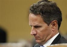 <p>Alors que le secrétaire américain au Trésor Timothy Geithner indiquait vendredi que Washington examinait l'opportunité de puiser dans ses réserves stratégiques pour contrer les ruptures d'approvisionnement provoquées par les tensions avec l'Iran, selon des responsables du G20, les Etats-Unis n'ont pas ouvertement appelé samedi les membres du G20 à puiser dans les réserves stratégiques pétrolières. /Photo prise le 15 février 2012/REUTERS/Gary Cameron</p>
