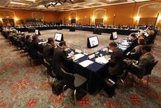 <p>Le renforcement du pare-feu européen est essentiel avant que les ressources du Fonds monétaire international soient renforcées, ont estimé les ministres des Finances des G20 réunis ce week-end en sommet à Mexico, selon le communiqué final publié dimanche. /Photo prise le 24 février 2012/REUTERS/Tomas Bravo</p>