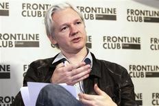 <p>Le fondateur de WikiLeaks, Julian Assange. Le site a commencé lundi la publication de plus de cinq millions de courriels du groupe Stratfor (Strategic Forecasting), un cabinet privé américain spécialisé dans les questions de sécurité. /Photo prise le 27 février 2012/REUTERS/Finbarr O'Reilly</p>