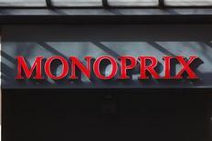 <p>Le conseil de Casino a, sans surprise, rejeté lundi la proposition des Galeries Lafayette de racheter au distributeur stéphanois ses 50% de Monoprix au prix de 1,35 milliard d'euros. /Photo d'archives/REUTERS/Charles Platiau</p>