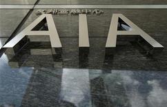 <p>American International Group (AIG) veut lever quelque six milliards de dollars (4,5 milliards d'euros) via la cession d'une partie de sa participation dans AIA, numéro trois de l'assurance en Asie, une somme qui servira à rembourser l'Etat fédéral américain. AIG met en vente environ 1,7 milliard de titres AIA, dont l'assureur américain détient un tiers du capital. /Photo d'archives/REUTERS/Tyrone Siu</p>