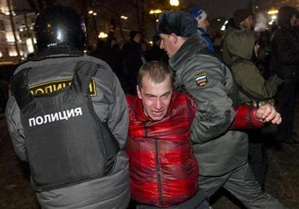 Russian police detain a participant during an opposition protest demanding fair elections in central Moscow March 5, 2012. REUTERS/Thomas Peter