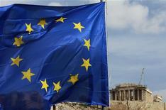<p>L'Institut de la finance internationale (Ifi) estime qu'un défaut non encadré de la Grèce causerait un préjudice dépassant les 1.000 milliards d'euros pour la zone euro et obligerait sans doute l'Espagne et l'Italie à recourir à des financements extérieurs pour éviter tout phénomène de contagion. /Photo prise le 21 février 2012/REUTERS/John Kolesidis</p>