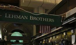 <p>La banque américaine Lehman Brothers est sortie de la procédure de faillite ouverte le 15 septembre 2008 et commencera à rembourser ses créanciers le mois prochain. /Photo d'archives/REUTERS/Brendan McDermid</p>