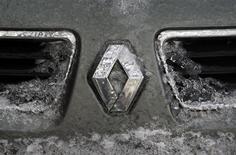 <p>La gamme de véhicules que Renault fabriquera et commercialisera en Chine intégrera au moins un modèle électrique à la demande des Chinois, selon le directeur général délégué du groupe. /Photo prise le 10 février 2012/REUTERS/Radu Sigheti</p>