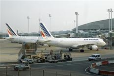 <p>Air France-KLM affiche pour le mois de février une hausse de 6,2% de son trafic de passagers et de 2,8 points du coefficient d'occupation de ses appareils, à 80,5%. /Photo d'archives/REUTERS/Benoît Tessier</p>