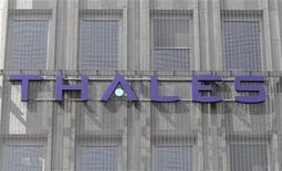 """<p>Thales souhaite une participation """"significative"""" dans le capital du groupe d'armement terrestre Nexter en échange de l'apport de sa division de munitions, esquissant ainsi un timide mouvement de consolidation dans le secteur français de la défense. /Photo d'archives/REUTERS/Charles Platiau</p>"""