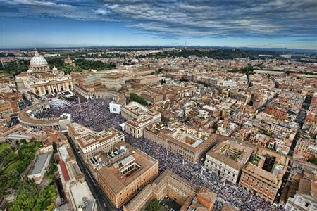 Aerial view of St. Peter's square in Vatican on May 1, 2011. REUTERS/Massimo Sestini/Polizia di Stato