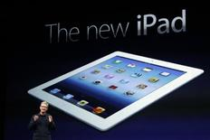<p>Tim Cook, directeur général d'Apple. Le groupe de Cupertino a dévoilé mercredi à San Francisco une nouvelle version de sa tablette iPad, plus rapide, dans le but de conserver son avance sur un marché de plus en plus concurrentiel. /Photo prise le 7 mars 2012/REUTERS/Robert Galbraith</p>