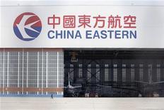 <p>China Eastern Airlines s'est associé à Qantas pour mettre sur pied une compagnie aérienne à bas coûts basée à Hong Kong, qui entrera en service vers la mi-2013 avec trois Airbus A320. /Photo d'archives/REUTERS/Aly Song</p>