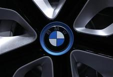 <p>BMW rappelle environ 1,3 million de voitures dans le monde en raison d'un problème potentiel lié à un câble du coffre, qui concerne les séries 5 et 6 produites entre 2003 et 2010. /Photo d'archives/REUTERS/Michaela Rehle</p>