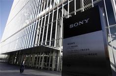 <p>Un consortium emmené par Sony propose à la Commission européenne un arrangement pour pouvoir racheter l'activité d'édition musicale de la maison de disques EMI. /Photo prise le 9 février 2012/REUTERS/Yuriko Nakao</p>