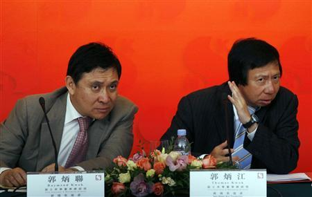 Thomas Kwok (R) and his younger brother Raymond Kwok, both Vice Chairman & Managing Director of Sun Hung Kai Properties, listen to a question during a news conference announcing the company's interim results in Hong Kong in this March 11, 2009 file photo. REUTERS/Bobby Yip/Files