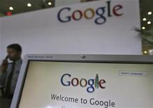 <p>Google a envoyé une première série de réponses au questionnaire qui lui a été adressé par la Commission nationale de l'informatique et des libertés (CNIL) au sujet de ses nouvelles règles de confidentialité dans le cadre d'une enquête européenne. /Photo prise le 6 février 2012/REUTERS/Krishnendu Halder</p>