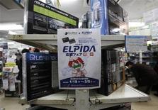 <p>TPG Capital et le chinois Hony Capital vont faire une offre conjointe sur Elpida Memory, selon une source proche du dossier, alors que la compétition pour le rachat du fabricant japonais de mémoires se fait de plus en plus internationale. /Photo prise le 28 février 2012/REUTERS/Toru Hanai</p>