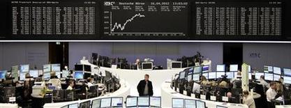 <p>Les principales Bourses européennes regagnent un peu de terrain à la mi-séance. Le Dax avance de 0,72%. Le CAC 40 prend 0,88% à 3.217,08, le Footsie 100 0,61%. La Bourse de Madrid, au contraire, s'inscrit en baisse de 0,24%, pénalisée par les craintes entourant la dette souveraine espagnole. /Photo prise le 16 avril 2012/REUTERS/Remote/Marte Kiessling</p>
