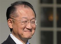 <p>Jim Yong Kim, candidat des Etats-Unis, a été désigné lundi par le conseil d'administration de la Banque mondiale à la présidence de cette institution pour une durée de cinq ans à partir du 1er juillet. /Photo prise le 23 mars 2012/REUTERSJonathan Ernst</p>