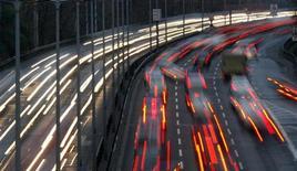<p>Les immatriculations de voitures neuves en Europe ont reculé en mars pour le sixième mois d'affilée (-6,6%). La forte contraction du marché automobile en France et en Italie a éclipsé une reprise fragile en Allemagne et au Royaume-Uni. /Photo d'archives/REUTERS/Fabrizio Bensch</p>
