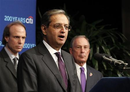Citigroup CEO Vikram Pandit (C), EIU Director of Global Forecasting Leo Abruzzese (L) and New York City Mayor Michael Bloomberg announce that New York City has been named The World's Most Competitive City by the Economist Intelligence Unit in New York March 12, 2012. REUTERS/Brendan McDermid