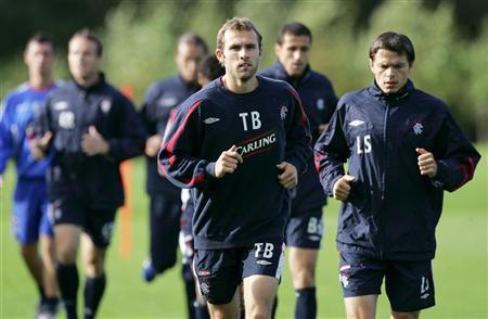 Rangers soccer player Thomas Buffel (C) exercises with team mates during a training session at their Murray Park training facility near Glasgow, Scotland, September 22, 2006. REUTERS/David Moir