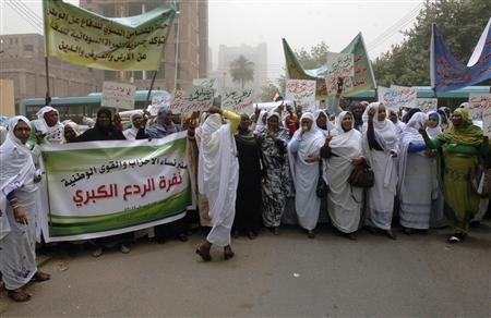 Members of the Sudanese Women's Union demonstrate outside the U.N. building against South Sudan's taking control of the Heglig oil field and in support of Sudan's armed forces (SAF), in Khartoum April 19, 2012. REUTERS/Stringer