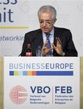 <p>Lors d'un colloque de chefs d'entreprise à Bruxelles, le président du conseil italien Mario Monti a joint sa voix aux appels en faveur d'une réorientation vers la croissance des politiques menées dans l'Union européenne. /Photo prise le 26 avril 2012/REUTERS/Laurent Dubrule</p>