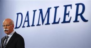 <p>Le président du directoire de Daimler Dieter Zetsche. Le groupe automobile allemand a vu son bénéfice opérationnel du premier trimestre connaître une hausse inattendue, notamment en raison des résultats plus élevés que prévu dégagés par ses activités de services financiers. Le résultat d'exploitation du constructeur a ainsi de 4,6% sur les trois premiers mois de l'année, à 2,13 milliards d'euros, contre 2,031 milliards il y a un an et 1,93 milliard attendu. /Photo prise le 4 avril 2012/REUTERS/Fabrizio Bensch</p>
