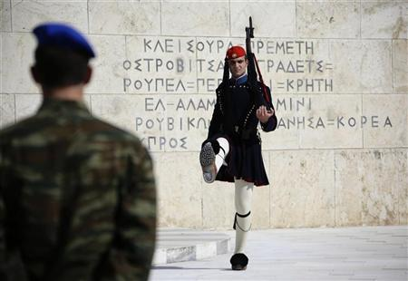 A presidential guard (R) is seen outside the Greek Parliament in Athens May 5, 2012. REUTERS/Kevin Coombs