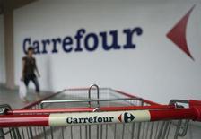 <p>Carrefour est sur le point de racheter la chaîne argentine de magasins discount Eki en cessation en paiement depuis la fin 2011, et qui compte 130 magasins à Buenos Aires ainsi que dans la Province de Santa Fe. /Photo d'archives/REUTERS/Bazuki Muhammad</p>