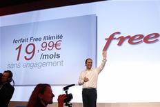 <p>Xavier Niel, fondateur d'Iliad, maison mère de Free, lors du lancement de l'offre Free mobile en janvier dernier. Le dernier né des opérateurs de téléphonie mobile dans l'Hexagone a conquis 2,6 millions d'abonnés depuis son lancement le 10 janvier, se taillant une part de marché de 3,7% en trois mois à peine. /Photo prise le 10 janvier 2012/REUTERS/Benoît Tessier</p>