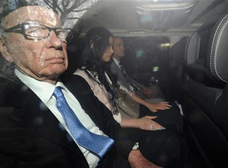 News Corporation Chief Executive and Chairman, Rupert Murdoch, leaves with his wife Wendi and son Lachlan after giving evidence for the second day at the Leveson Inquiry at the High Court in London April 26, 2012. REUTERS/Paul Hackett