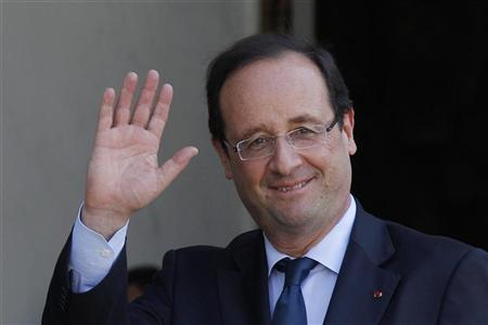 France's President Francois Hollande waves after talks at the Elysee Palace in Paris May 24, 2012. REUTERS/John Schults