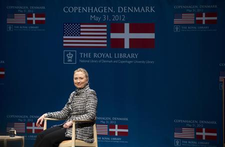 U.S. Secretary of State Hillary Clinton smiles during a townhall forum with students at The Black Diamond in Copenhagen, Denmark May 31, 2012. REUTERS/Saul Loeb/Pool