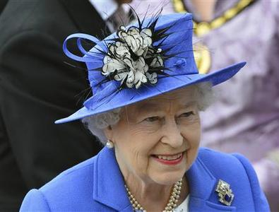 Queen Elizabeth arrives at the Epsom Derby festival in Epsom, southwest of London June 2, 2012. REUTERS/Toby Melville