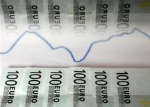 <p>Le niveau actuel des coûts de financement que l'Espagne doit supporter lui ferme de fait la porte des marchés financiers, a déclaré mardi le ministre du Trésor Cristobal Montoro. /Photo d'archives/REUTERS/Dado Ruvic</p>